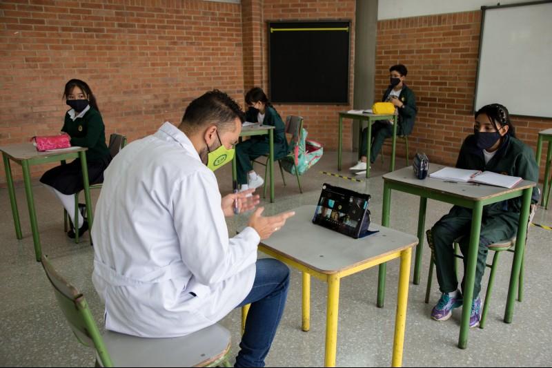 Bogotá inicia vacunación de todos los docentes y servidores de colegios  oficiales | Secretaría de Educación del Distrito