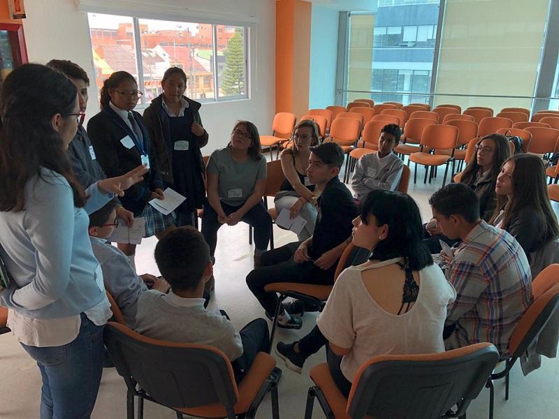 Estudiantes reunidos